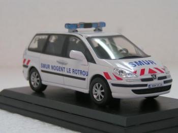 acheter vos vehicules miniatures ambulances et services d 39 urgences sur planet. Black Bedroom Furniture Sets. Home Design Ideas