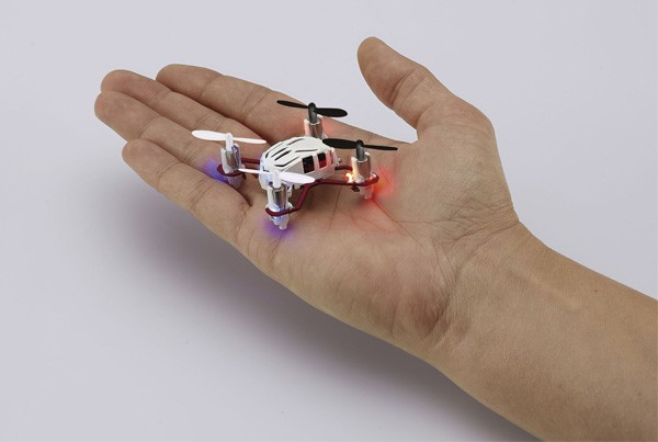 nano quad micro quadrocopter avec radiocommande 4 cannaux 2 4ghz blanc planet passions. Black Bedroom Furniture Sets. Home Design Ideas